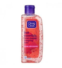 Clean & Clear Fruit Essentials Facial Cleanser Energizing Berry 100ml